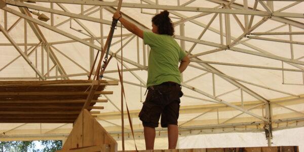 Mehrere Dutzend Helfer zählt das Rockfest beim Aufbau